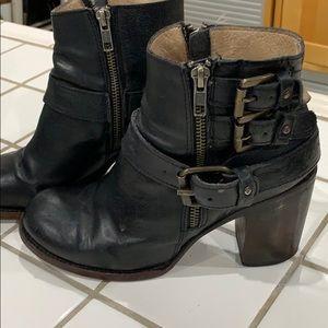 Freebird Bolo black booties